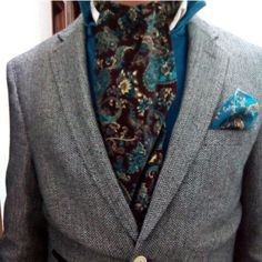 Look de anoche.  BRITISH PASLEY http://www.castinis.com/product/british-pasley  POCKETSQUARE BLUE PASLEY http://www.castinis.com/product/blue-pasley  www.castinis.com  #castinis #HappyNewYear #felizaño #felizañonuevo #roces #globes #pocketsquare #titleist #golf #gentlemen #gentleman #pasley #cashemere #label #thegentlemanblogger #Menswear #mensfashion #menwithstyle #colours #blog #blogger #styleblogger #blazer #magazine #actitud #fashioneditorial #fashionblogger #ToBohemianGentlemen