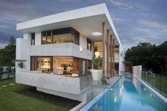 Modern House At Amalfi Drive by BGD Architects