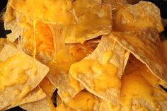 Nachos are a very popular Mexican dish that is easy to make at home. How to make nachos in the oven? Here's five recipes that can help you taste this delicious food. Mexican Food Recipes, Snack Recipes, Cooking Recipes, Snacks, Potato Recipes, Healthy Recipes, Nacho Chips, Tortilla Chips, Nachos In Oven
