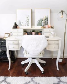 Wood Furniture Design Ideas Wood is a traditional, beautiful and always modern interior design material. Interior Design Colleges, Home Interior Design, Interior Designing, Interior Ideas, Small Room Design, Shabby, Home Office Desks, Decoration, Room Inspiration