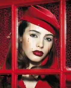 Photo by Miles Aldridge, da Vogue Italia, febbraio 2004