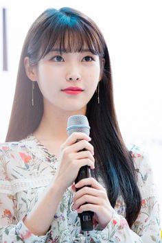 65 ideas for hairstyles korean bangs Korean Bangs Hairstyle, Hairstyles With Bangs, Girl Hairstyles, Hair Inspo, Hair Inspiration, See Through Bangs, Kpop Hair, Peinados Pin Up, Good Hair Day