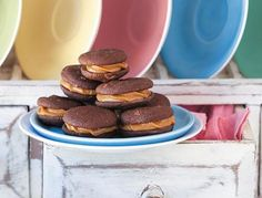 Chocolate kisses with caramel filling - rooi rose