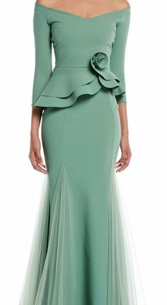 MUST HAVE: Noriko Pleated Off-Shouler Column Gown by Chiara Boni I'd like more embellishments toward the end of top. Elegant Dresses, Cute Dresses, Beautiful Dresses, Formal Dresses, African Fashion Dresses, African Dress, Fashion Outfits, Peplum Gown, Frack