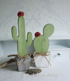 Cactus made of wood 2 pieces, trend, modern, table decorations, decorative - Cacti are super trendy right now. Here is my wooden deco version. The flowers are made of wool and - Small Wood Projects, Diy Projects, Image Cactus, Wooden Crafts, Diy And Crafts, Decoration Cactus, Ideias Diy, Christmas Decorations, Table Decorations