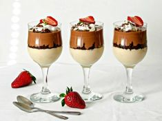 desert la pahar4 Mousse, Alcoholic Drinks, Sweet Treats, Food And Drink, Pudding, Sweets, Cooking, Ethnic Recipes, Desserts