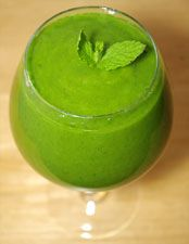 Kiwi-Mango Green Smoothie with Mint Leaves Recipe  3 kiwifruit, peeled (if organic, you can blend with peel on)  1 mango, pitted  3 cups fresh baby spinach  5 to 6 fresh mint leaves  1 small to medium stalk of celery  4 to 6 ounces of filtered water