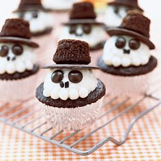 Skeleton Cupcakes Ingredients • 10 Chocolate Cupcakes • 1 stick (1/4 lb.) unsalted butter • ½ cup shortening • 3 cups confectioners' sugar • ½ teaspoon vanilla extract • 1/8 teaspoon salt • 20 brown M&M's • 1 long strand black licorice • 25 white...