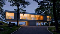 A bit bigger than what I would normally pin, but I love it - follow the link to more pictures; it's stunning. The Clearhouse by Stuart Parr Design, Shelter Island, New York. Contemporary glass and steel haven on 6 acres overlooking the Peconic Bay.