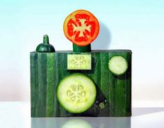 Food art: frutta e verdura diventano oggetti  http://www.repubblica.it/persone/2012/07/01/foto/la_frutta_e_gli_ortaggi_diventano_oggetti-38312533/1/#