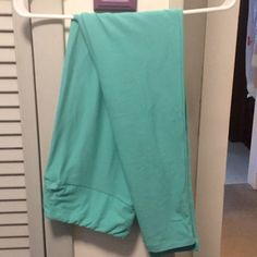 NEW LISTING  LuLaroe TC Leggings This listing is for a pair of brand new turquoise tall and curvy LuLaroe leggings (fits sizes 10-22). I am not a LuLaroe consultant. I just bought these last week and they weren't the color I was looking for. Let my mistake be your gain!! ❤️❤️ LuLaRoe Pants Leggings