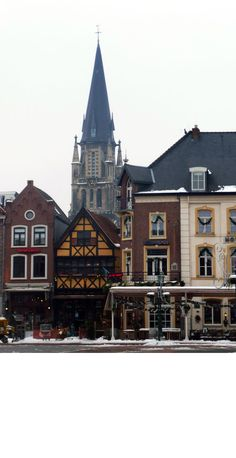 my old hometown Sittard, the old house in the middle used to be my mothers pub for a long time.. :)
