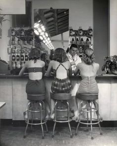 Vintage Day Dresses, 50s, Girls at The Bar