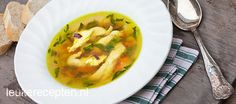 makkelijke kippensoep Healthy Diners, Soup And Salad, Thai Red Curry, Salads, Meat, Chicken, Ethnic Recipes, Food, Warm