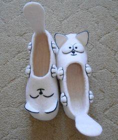 Валяные тапочки Nuno Felting, Needle Felting, Felt Boots, Wool Shoes, Wool Art, Felted Slippers, Shoe Pattern, Felt Art, Felt Animals