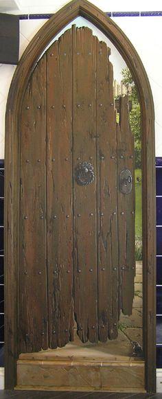 vieja puerta ojival.