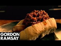 Learn how to make classic American Chilli Dogs with this quick and simple recipe. #picsandpalettes
