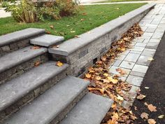 Using Mini-Creta in the 3 inch profile created a interesting look for thids driveway retaining wall