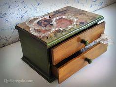 Caja tipo alhajero, dos cajones (frente color oro viejo). Encontrála en https://www.facebook.com/Qu%C3%A9leregalocom-157774914244616/