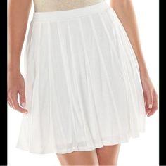 LC Lauren Conrad Skirt. Adorable flowy white skirt. shell: 100% rayon Lining: 100% rayon. LC Lauren Conrad Skirts Circle & Skater