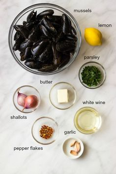 Steamed Mussels with Garlic and Parsley - only 8 ingredients to make the BEST tasting steamed mussels! | littlebroken.com @littlebroken Shellfish Recipes, Seafood Recipes, Cooking Recipes, Healthy Recipes, Lobster Dishes, Fish Dishes, Baked Fish Tacos, Steamed Mussels, Garlic Mussels