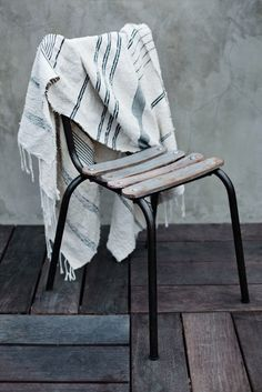 Love these textiles, and love this floor… oh, and the chair, of course! / #home #details