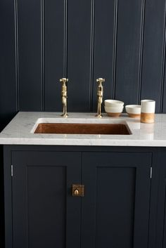deVOL's Shaker Kitchen, 'Pantry Blue' with Carrara marble worktop and undermounted copper sink. Love the copper mix with the dark units and marble worktops Devol Shaker Kitchen, Devol Kitchens, Home Kitchens, Kitchen Interior, Kitchen Design, Kitchen Decor, Kitchen Ideas, Kitchen Trends, Kitchen Colors