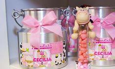 Estamos acostumados a ver esse tema em decorações infantis masculinas. Mas com um toque de cor de rosa, bichinhos de pelúcia e enfeites delicados você pode transformar os elementos da fazenda em um mundo glamouroso e feminino para a pequena.
