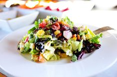 New York Style Chopped Salad from the Pioneer Woman! This sounds great, and you can add anything you would like in your salad. Great healthy dinner or lunch. Paleo Recipes, Great Recipes, Cooking Recipes, Favorite Recipes, Special Recipes, Amazing Recipes, Yummy Recipes, Cooking Tips, Yummy Food