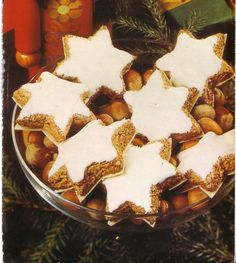 German Cinnamon star Cookies are very popular German Christmas cookies and are easy to bake. You can buy them in German bakeries but home made ones are the best. German Christmas Cookies, German Cookies, Christmas Dishes, Christmas Treats, Holiday Baking, Christmas Baking, Best German Food, Traditional Christmas Cookies, Amish Recipes