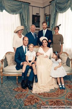 The photo celebrating the little Cambridge were taken at Clarence House by celebrity photographer Matt Holyoak. See Prince William, Kate Middleton, Prince George, Princess Charlotte and more. Lady Diana, Royal Family Portrait, Family Portraits, Family Photos, Royal Family Pictures, Princess Kate, Princess Caroline, Duchess Of Cornwall, Duchess Of Cambridge