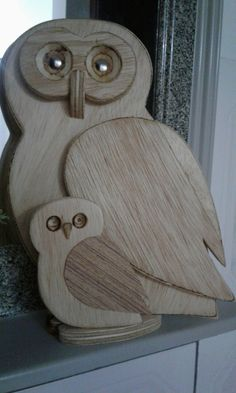 Hölzerne Eule – Wood Designs – Keep up with the times. Wood Block Crafts, Wood Craft Patterns, Scrap Wood Projects, Wooden Crafts, Wood Owls, Wood Animal, Owl Crafts, Wood Creations, Wood Design