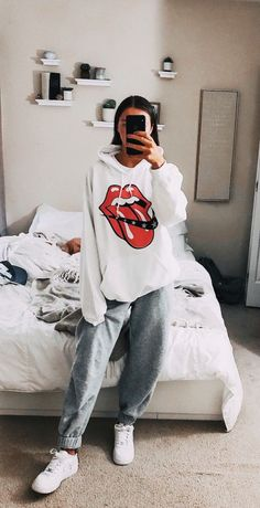 29 Fashion Teenage Ideas To Look Cool And Fashionable 29 Fashion Teenage-Ideen, die cool und modisch aussehen Cute Lazy Outfits, Teenage Outfits, Chill Outfits, College Outfits, Teen Fashion Outfits, Mode Outfits, Retro Outfits, Cute Casual Outfits, Outfits For Teens