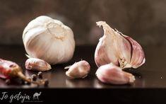 Domowy syrop z czosnku Garlic, Vegetables, Food, Meal, Vegetable Recipes, Hoods, Veggies, Eten, Meals