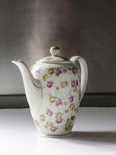 Tetera porcelana Bavaria. El Desván de Bartleby C/. Niebla 13. Sevilla 41011
