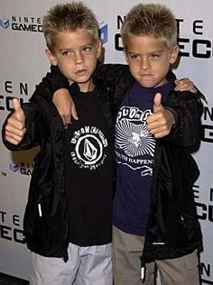 Cole and Dylan Sprouse Young Dylan Sprouse, Sprouse Bros, Cole Sprouse Hot, Cole Sprouse Jughead, Riverdale Memes, Riverdale Cast, Zack E Cold, Dylan Y Cole, Karan Brar