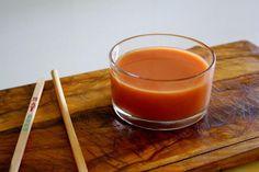 La salsa agridulce es una receta muy sencilla de elaborar de comida china. Tan solo tenemos que mezclar todos los ingredientes hasta que la salsa quede bien lig