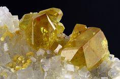 Monazite-(Ce). Trimouns Talc Mine, Luzenac, Ariège, France Taille=5.54 mm Photo Matteo Chinellato