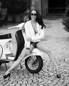#vespa #scootergirl #girlslovevespa