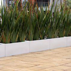 Jardineras rectangulares como division
