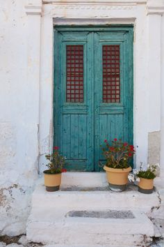 Blue sea, sunny days and whitewashed villages: a photo diary of my quick visit in Amorgos island, Greece. Teal Door, Santorini House, Sea Colour, Mary And Jesus, Daylight Savings Time, Crystal Clear Water, Window Art, Instagram Worthy, Small Island