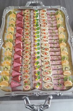 Peach Larson's media statistics and analytics Taco Appetizers, Healthy Appetizers, Appetizer Recipes, Vegan Mexican Recipes, Ethnic Recipes, Bacon Wrapped Pineapple, Birthday Menu, Food Garnishes, Party Buffet