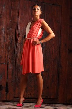 9edf76623 Vestido fiesta de corte griego asimétrico. Laura Vilanova designer.