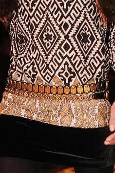 Gucci RTW F/W 2008 by Frida Giannini / High Fashion / Ethnic & Oriental / Carpet & Kilim & Tiles & Prints & Embroidery Inspiration / Tribal Patterns, Cool Patterns, Knit Patterns, Fashion Fabric, Fashion Prints, Russian Culture, Ethnic Print, Textiles, Fashion Details