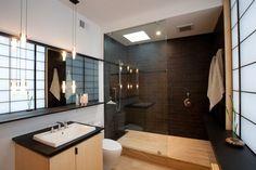déco-salle de bain zen, grand miroir et mobilier en bois