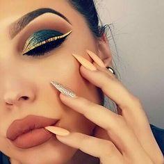Eye Makeup Tips – How To Apply Eyeliner Glam Makeup, Skin Makeup, Beauty Makeup, Makeup Inspo, Makeup Ideas, Gorgeous Makeup, Pretty Makeup, Gold Eyeliner, Make Up Inspiration