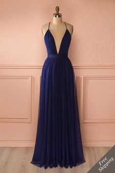 Robe longue filet bleu marine décolleté plongeant dos ouvert bretelles fines croisé - Navy mesh maxi dress plunging neckline open-back crossed thin straps