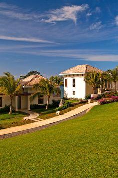 This luxe villa resort is in Roatan's Pristine Bay in the lesser-known French Harbor area. Las Verandas Hotel & Villas (Roatán, Honduras) - Jetsetter