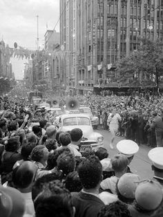 Crowds flock to downtown Collins St to see the Olympic torch being carried through Melbourne. The day after the Olympics were over, we (mum, dad and I) arrived by ship at Port Melbourne. Melbourne Cbd, Melbourne Victoria, Victoria Australia, Melbourne Australia, Old Pictures, Old Photos, Australia Olympics, Aboriginal History, Summer Dream
