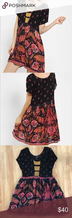 Minkpink x Urban Outfitters boho babydoll dress Gorgeous flowy dress Minkpink x UO. has pockets! Measurements - waist 15inches,  top to bottom 36inches. Urban Outfitters Dresses Midi